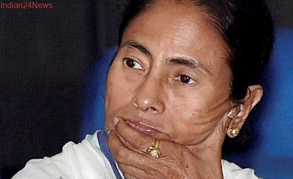 Mamata Banerjee calls for grand alliance to oust BJP