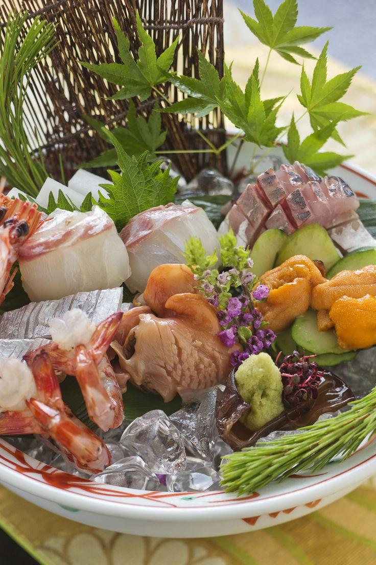 海の幸グレードアップ。瀬戸内海であがった美味しい新鮮な魚介類を2種類の醤油で味わう。(献立例)基本コース「雅膳」の中の料理を贅沢な海の幸へグレードアップ。