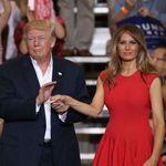 メラニア夫人がドナルド・トランプ大統領に触られたときの反応に心配の声が