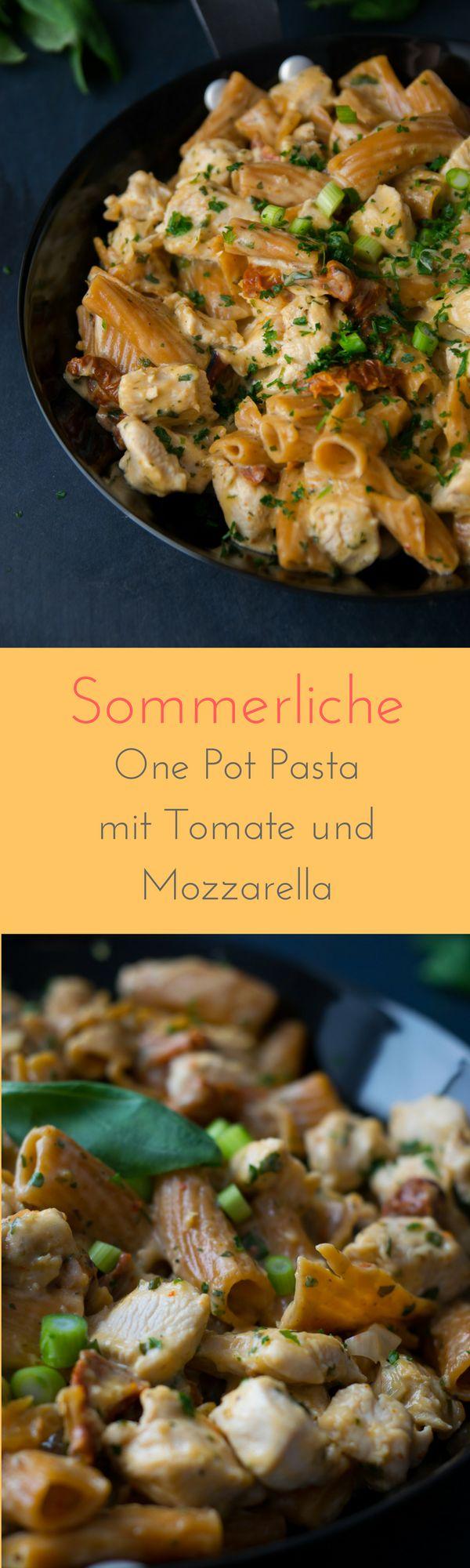 Sommerliche One Pot Pasta mit Hähnchen, Tomaten und Mozzarella