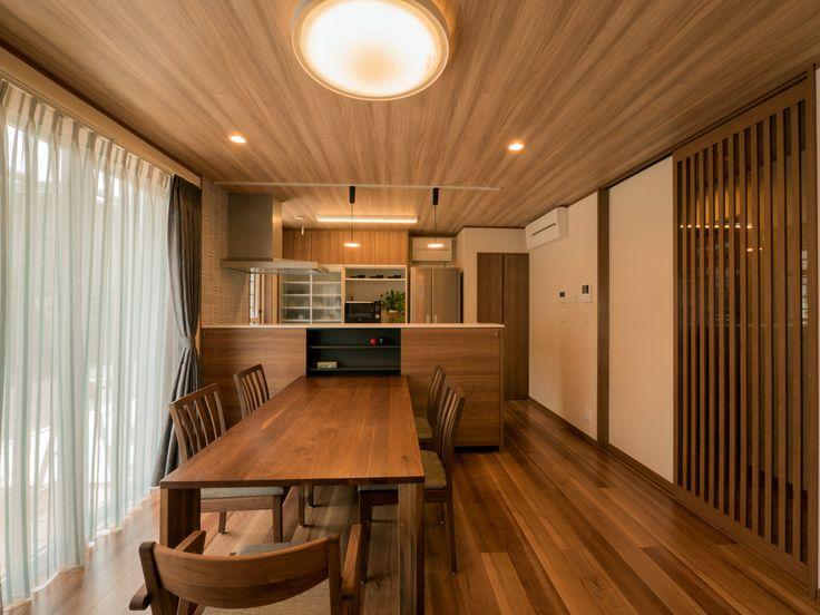パナソニック耐震住宅工法テクノストラクチャーで建設されたステンドグラスのある家:ダイニング