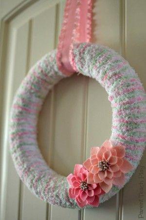 Easy Spring Wreath Craft using Yarn
