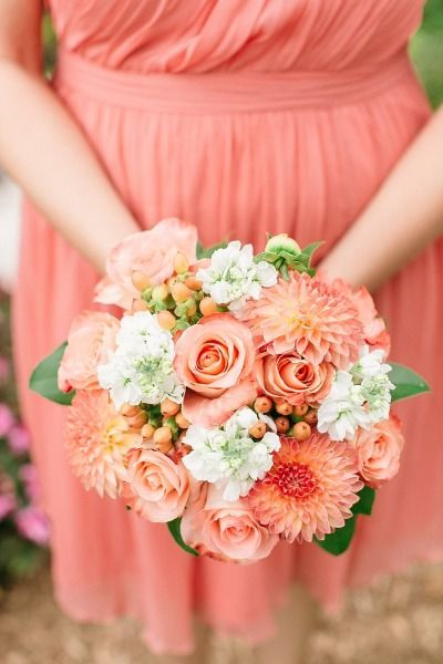 Coral bouquet: http://www.stylemepretty.com/virginia-weddings/2014/01/14/elegant-backyard-wedding-in-newport-news/ | Photography: Jen Jar - http://www.jenjarphotography.com/
