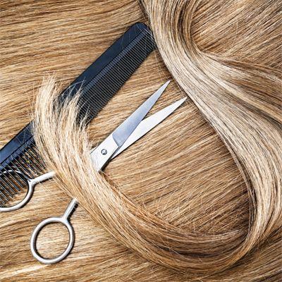 Így vágd lépcsőzetesre a hajad otthon! Videós segítséggel