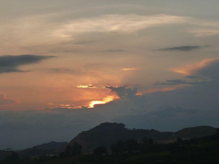 ¿Esa nube se creía la silueta del Bolívar Desnudo? Foto por Nathaly