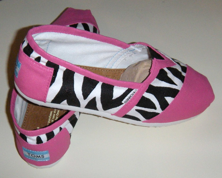 Okay, I really need to paint my own pair of TOMS already!!!