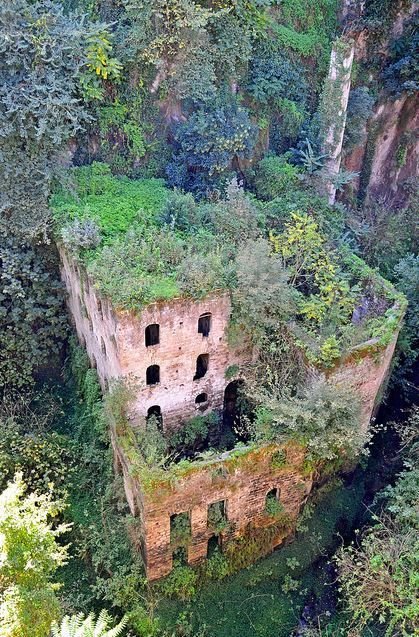 12 Creepy Abandoned Places You'll Probably Find Ghosts Living In