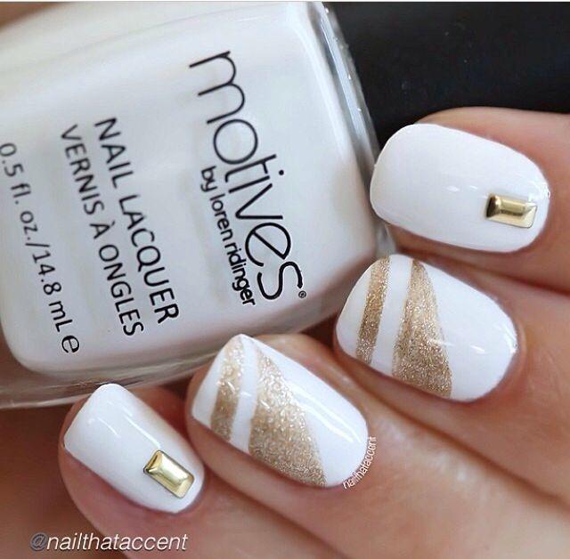Uñas blancas t doradas