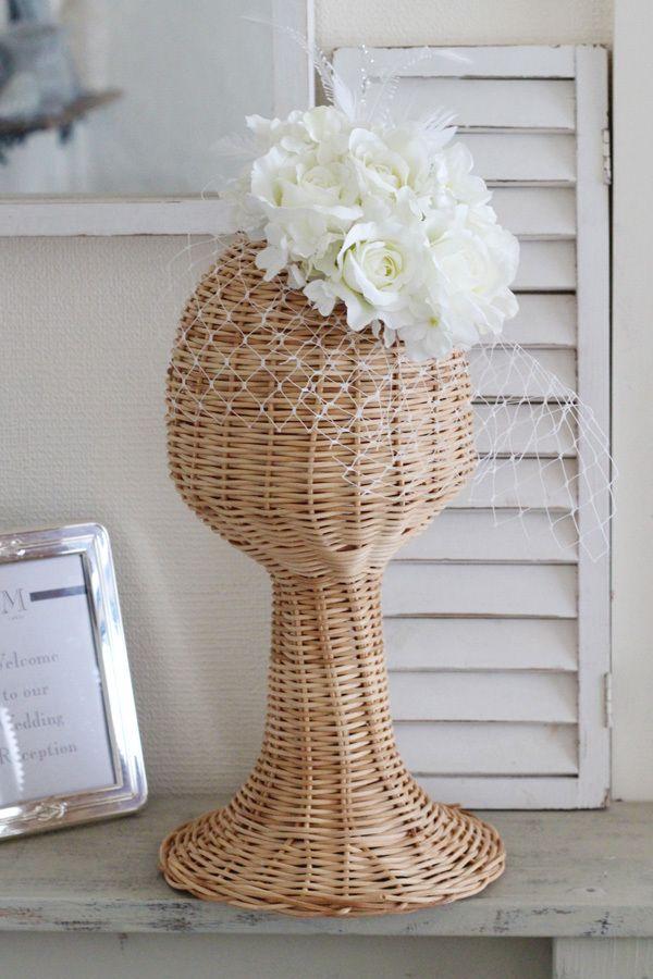 アートフラワーの白バラや羽根を使ったトーク帽風のヘッドドレス head dress of artificial flower
