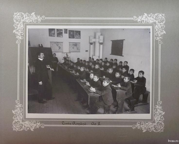 """Şcoala de băieţi - Limba română cls. II, Galati, Romania, anul 1906, http://stone.bvau.ro:8282/greenstone/collect/fotograf/index/assoc/Jpag010.dir/Pag10_Limba_romana_cls_II.jpg.  Imagine din colecţiile Bibliotecii Judeţene """"V.A. Urechia"""" Galaţi."""