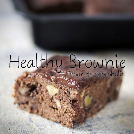 Banana chocolate brownies, zonder toegevoegd suiker en mega lekker! Met een gezonde chocolade mousse topping