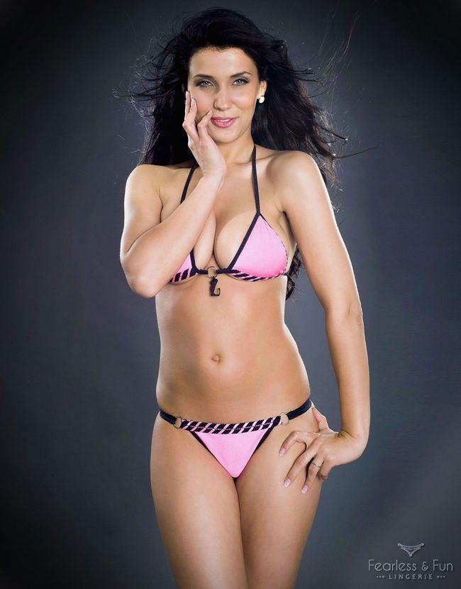 Sexy bikini dancers — img 4