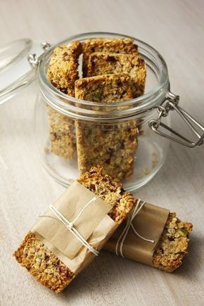 Et si on remplaçait les collations pleines de sucres dans les boîtes à collation de nos petites têtes blondes par de délicieuses barres de céréales maison?