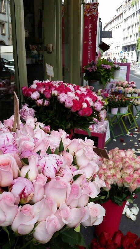 #colors #pantone  #pink #peonies #roses #shabbychic  #flowerdesign #violet #lavieenrose #france #alemeacci @alemeacci