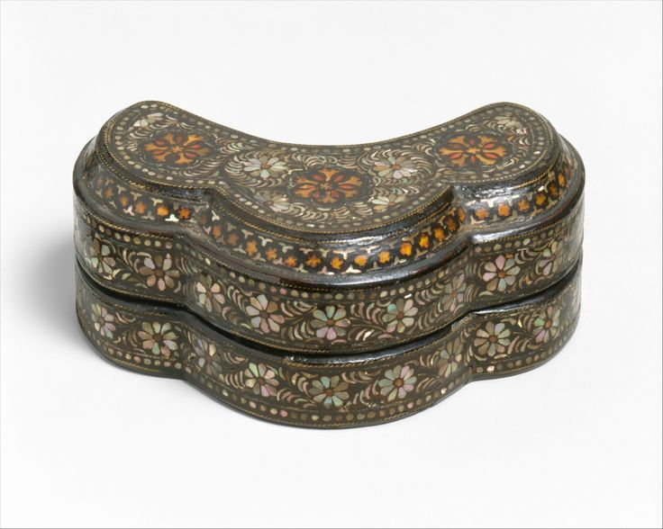 Trefoil-shaped covered box with decoration of chrysanthemums, Goryeo dynasty (918–1392), ca.12th century. Korea. Lacquer inlaid with mother-of-pearl and tortoiseshell over pigment; brass wire; H. 1 5/8 in. (4.1 cm); L. 4 in. (10.2 cm); D. 1 3/4 in. (4.4 cm). The Metropolitan Museum of Art, New York, Fletcher Fund, 1925 (25.215.41a, b) © 2000–2015 The Metropolitan Museum of Art.