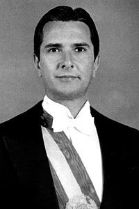 Fernando Affonso Collor de Mello GCTE • GCCS • GCNM (Rio de Janeiro, 12 de agosto de 1949) é um político, jornalista, economista, empresário e escritor brasileiro, tendo sido prefeito de Maceió de 1979 a 1982, governador de Alagoas de 1987 a 1989, deputado federal de 1982 a 1986, 32º presidente do Brasil, de 1990 a 1992, e senador por Alagoas de 2007 até a atualidade. Foi o presidente mais jovem da história do Brasil, ao assumir o