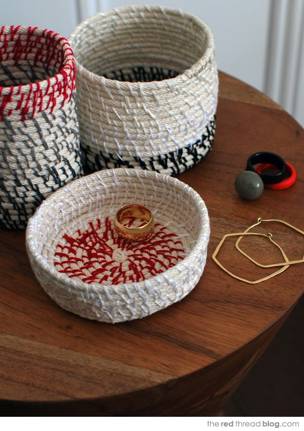 These would make great Father's Day gifts from the kids.... the red thread rope coil bowls tutorial