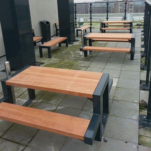 Het dakterras van een Amsterdams studentencomplex is ingericht met diverse Falco straatmeubilair producten.