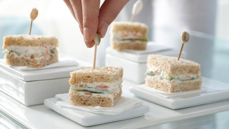 :eicht, lecker und handlich: Gurken-Sandwiches mit Räucherlachscreme | http://eatsmarter.de/rezepte/gurken-sandwiches