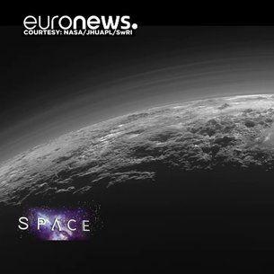 Sur Pluton, l'eau gelée est tellement solide qu'elle forme des montagnes et les glaciers sont constitués de glace d'azote. Les caractéristiques de cette planète naine, que les scientifiques découvrent peu à peu grâce aux informations transmises par la sonde américaine New Horizons qui s'…