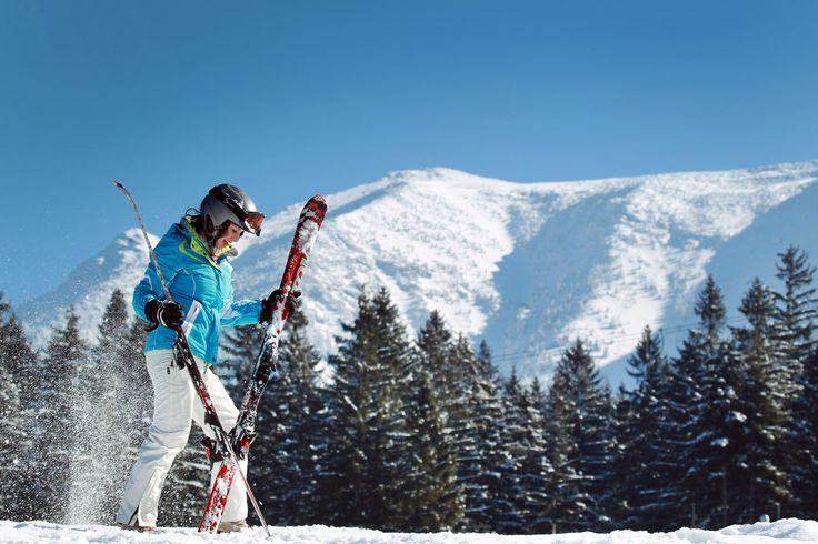 Lyžovačka na poslednú chvíľu: Kam cestovať na jar za snehom?  Ostáva vám ešte pár týždňov, aby ste si naplno užili zasnežené kopce.