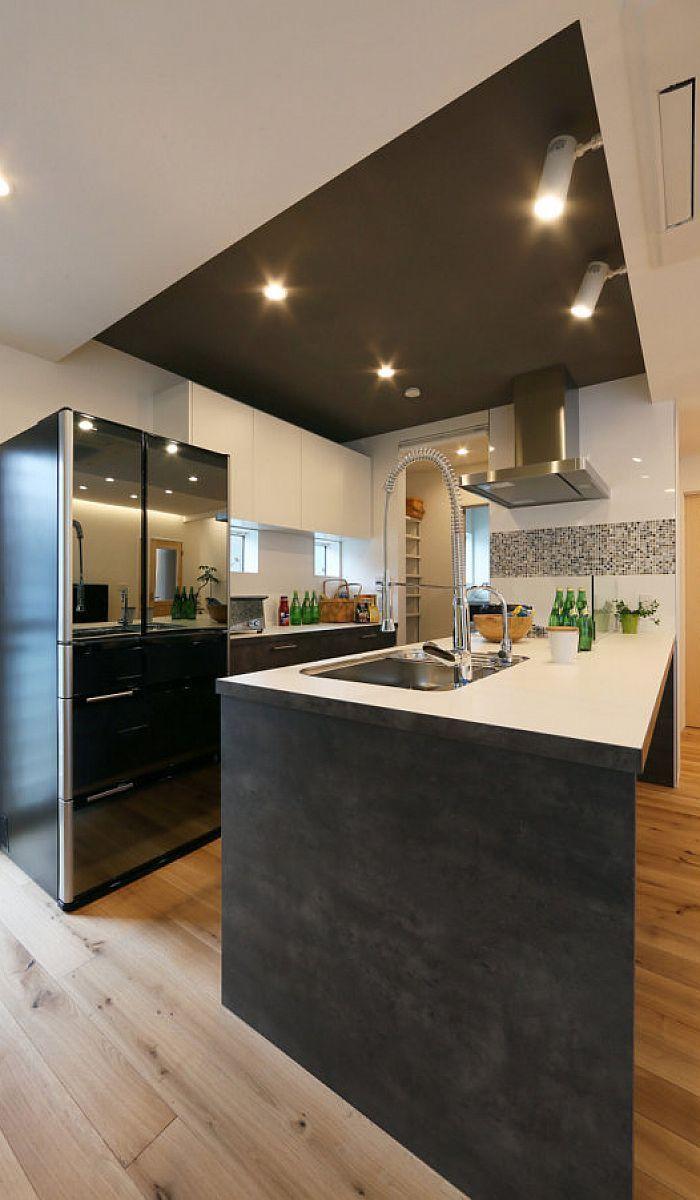 コンクリート調のベトングレーで仕上げたオーダーメイドキッチン