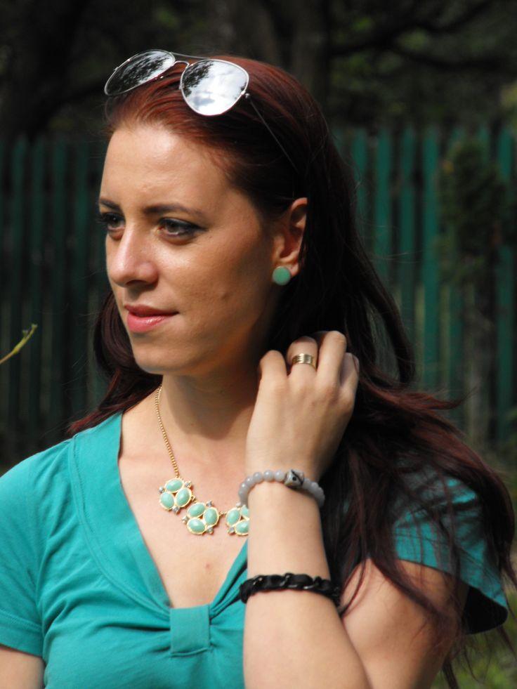 http://www.rosegal.com/earrings/pair-of-simple-round-oil-57343.html?deyutzablog