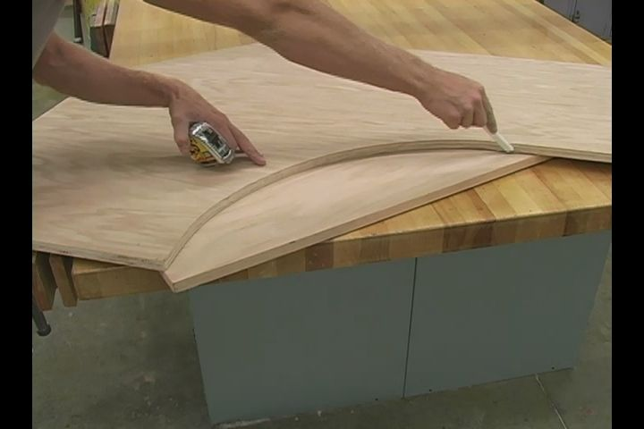 Video: How to Make Curved Trim for the Top of your Custom Oak Computer Desk