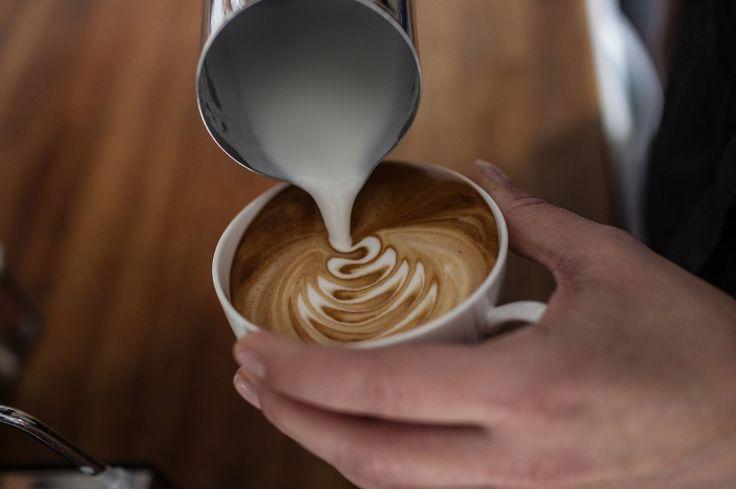 Mit Milch zum Kunstwerk – Latte Art in höchster Vollendung Überrasche Deine Gäste mit einem perfekten CappucinoIn diesem Seminar wird Ihnen die richtige Zubereitung eines Cappuccinos gezeigt und Sie erfahren wie fantastisch Cappuccino schmeckt und auch noch top aussieht.
