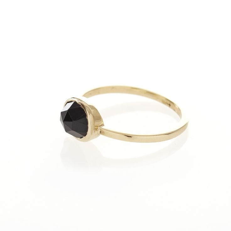 A 9ct yellow gold ring with a bezel set, 8mm x 6mm, oval Black Spinel.  When ordering one of our gold luxury rings please provide us with your exact ring size. This can be done in the in 'anything else?' field once your order has been placed.   To find out more about ring sizes please visit the information page on the menu above.   Our luxury gold rings are only available to ship within South Africa.