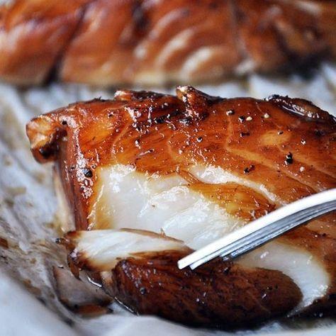 Простое и полезное блюдо, богатое белком и полезными жирами, если вы делаете свои первые шаги в кулинарии, то начать с этого рецепта будет отличным решением, поскольку треску практические невозможно пересушить