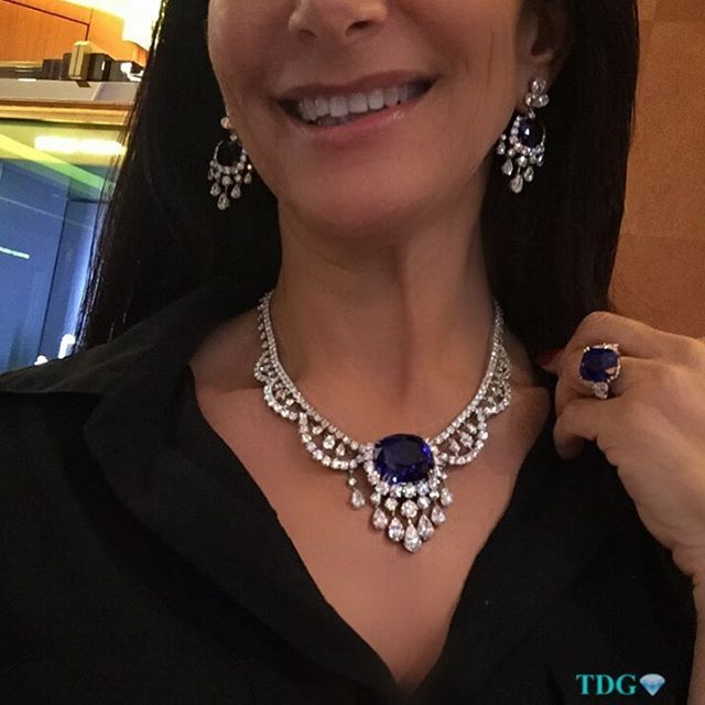 YOU WOULD BE SMILING TOO!!!! Incredible @ronaldabram sapphire and diamond suite..... OMG I LOVE WHAT I DO!!!! Thanks @ronaldabram !!!!