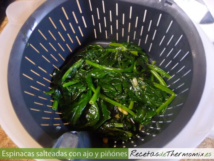 Como hacer espinacas salteadas con ajo y piñones en Thermomix