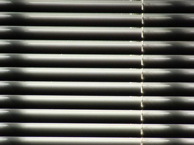 Prednedávnom som si dal vymeniť staré okná za nové plastové a hneď som si dal spraviť aj žalúzie na balkón a všetky okná.  http://www.incon.sk/blog/334-ake-zaluzie-si-vybrat-na-balkon