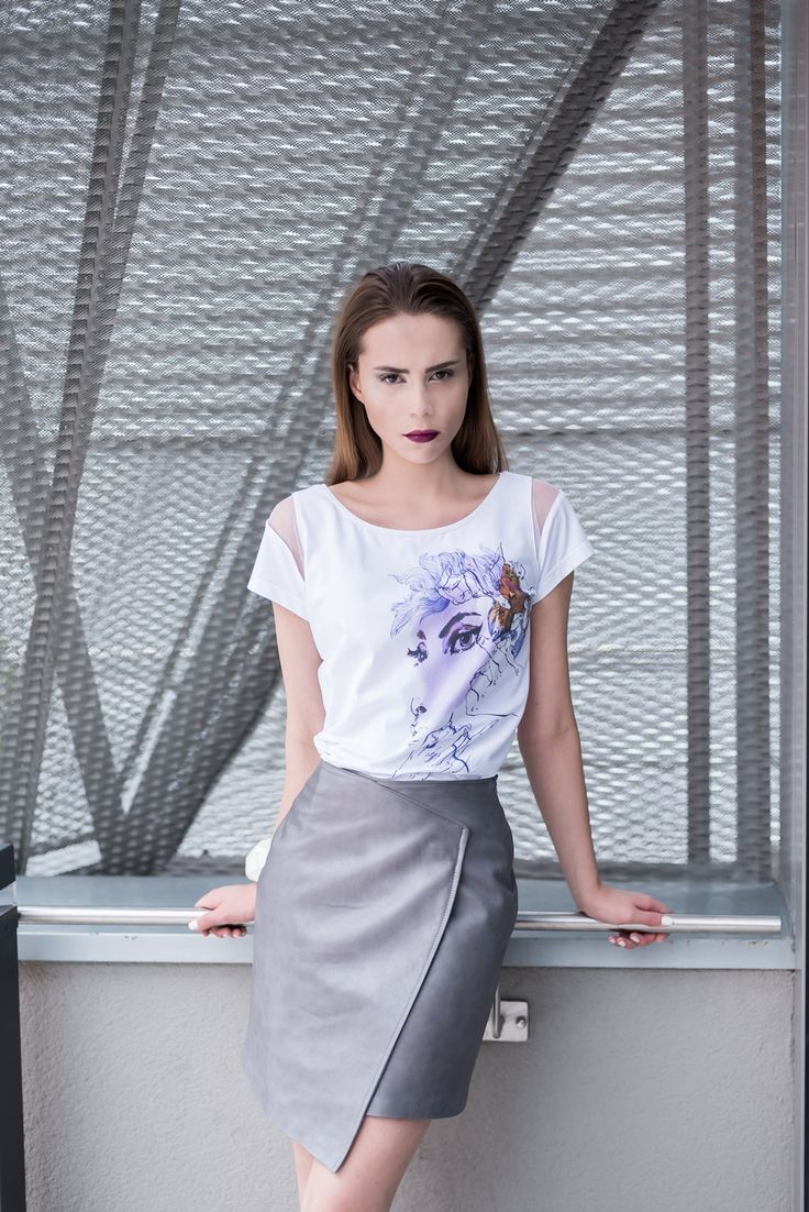 Ilustrated cotton blouse T066.  A cotton blouse with Anna Halarewicz's illustration which is full of femininity.  Leather skirt S069.  A leather skirt with an asymmetrical cut which gives lightness to the silhouette.