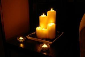 Como remover manchas de vela de móveis