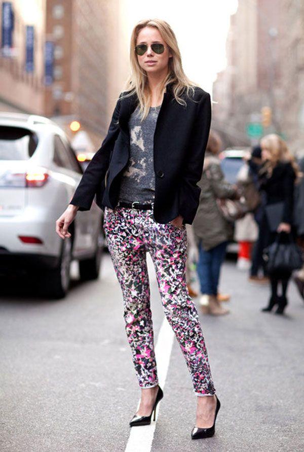 uma-peca-sete-looks-street-style-blazer-preto-calca-estampada