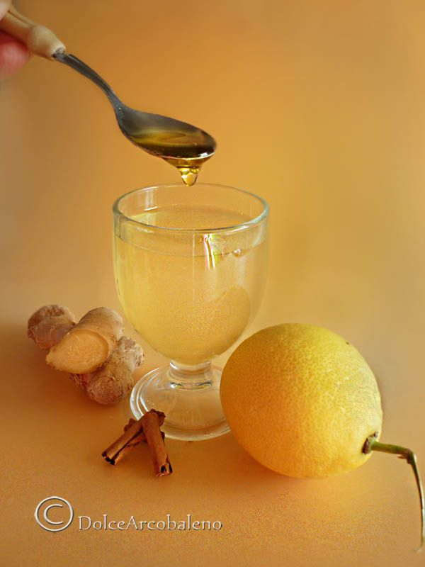 Mal di gola, influenza, raffreddore? Provate una buona tisana con miele e limone, calda e aromatizzata con due spezie dalle incredibili proprietà salutari. Quali? Scopriamolo insieme. Sore throat, flu, colds? Try a good tisane with honey and lemon, hot and flavored with spices from two incredible health properties. What? Let's find out together.
