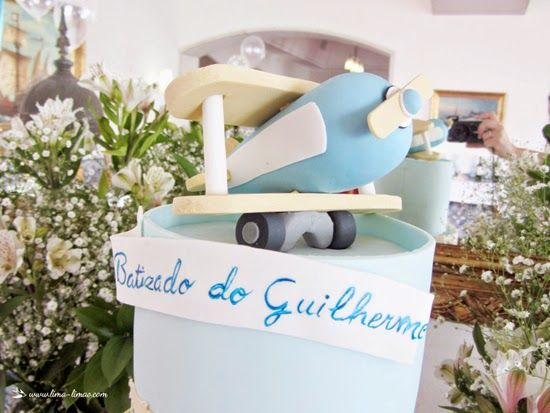 details of the plane in cake for this vintage travel plane party