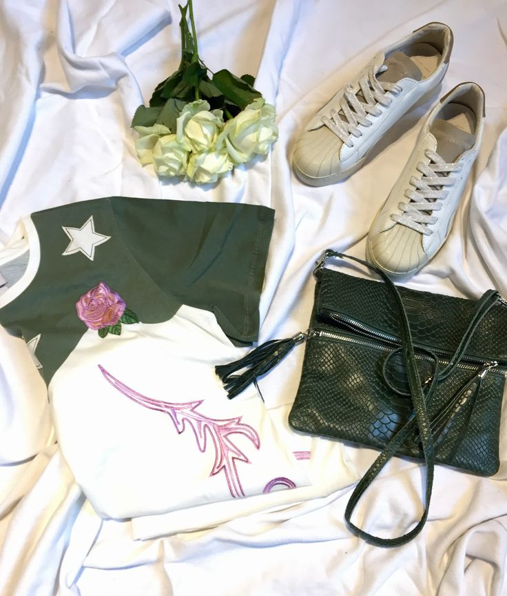 | touch of green today 🍃 | Outfit for today ✔ ~ XOXO ~ Syl  Love to see you at ☽☾Las Lunas #outfit #for #today #green #purse #baggyshop #leather #nude #sneakers #zerocentcinq #tshirt #wanderlust #white #rozes #morning #styling #stylist #fashionblogger #blogger #boutique #krommestraat20 #033 #amersfoort #leukstestraatjevanamersfoort