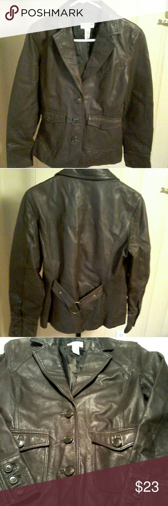 """COVINGTON Dark Brown Genuine Leather Jacket Sz M Ladies Covington dark brown genuine leather jacket. The tag says medium, but it looks a little small, so please pay attention to the measurements:   shoulder to shoulder 16"""", armpit to armpit 19"""",length 24"""" and sleeve 23"""" Covington Jackets & Coats"""