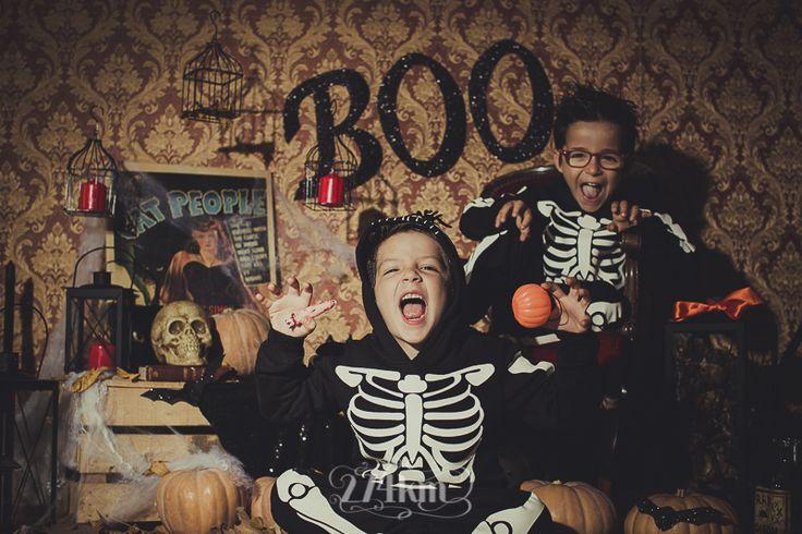 Sesión de fotos infantil de halloween en estudio en barcelona, sesión de fotos halloween, Fotógrafo de niños en Barcelona, photography, 274km, Gala Martinez, Hospitalet, Studio, estudi, estudio, nens, kids, children,  niña,nen, boy, niño, esqueleto, esquelet, skeleton