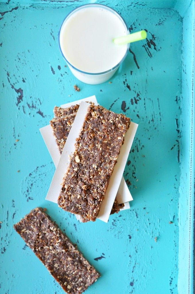 No Bake Cookie Bars. just peanut butter, chocolate chips, rolled oats, and dates!