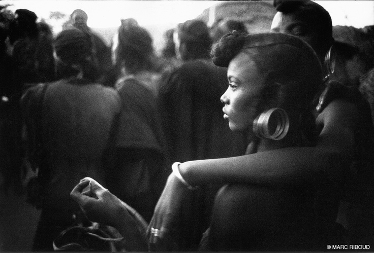 A gorgeously-caught moment by photography veteran Marc Riboud, one of the medium's greats. Nigeria, 1960.