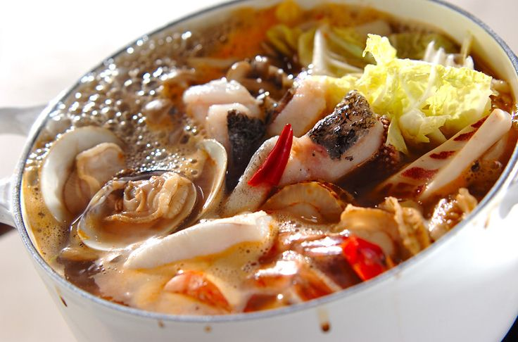 魚介のスープに酸味と辛みを加えてトムヤムクン風スープに。最後はつるつるっと春雨で!海鮮鍋~トムヤム風鍋~卵春雨/杉本 亜希子のレシピ。[エスニック料理/煮もの]2009.11.30公開のレシピです。