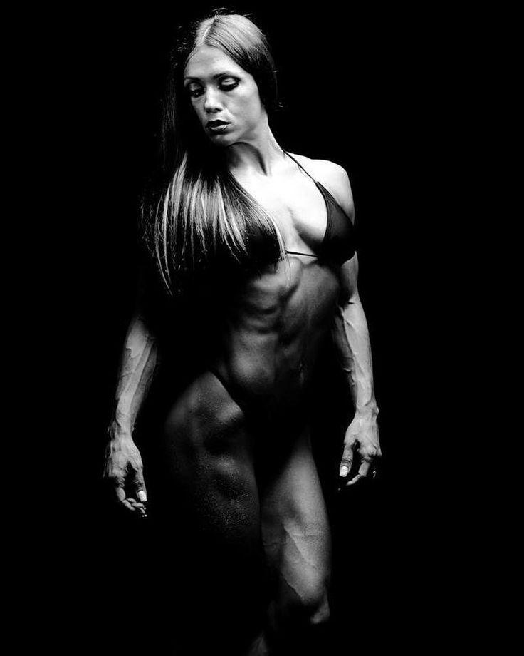 "Oksana Grishina (@oksanagrishina) en Instagram: ""#throwback by @borisivanovog #classy #photoshoot #bodybuilding #fitness #art #oksanagrishina…"""