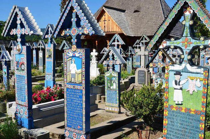 Romênia Conhecido como Cemitério Alegre, vila de Sapanta homenageia seus mortos com lápides coloridas e desenhos que lembram pinturas de crianças. Devido a suas características incomuns, se tornou museu a céu aberto e atração turística nacional