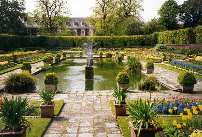 kensington gardens - Bing Images: Gardens Ideas, Beautiful Court, Kensington Gardens, Magnif Gardens, Buckets Lists, Gardens Architecture, Favorite Places, 1000 Places, Formal Gardens