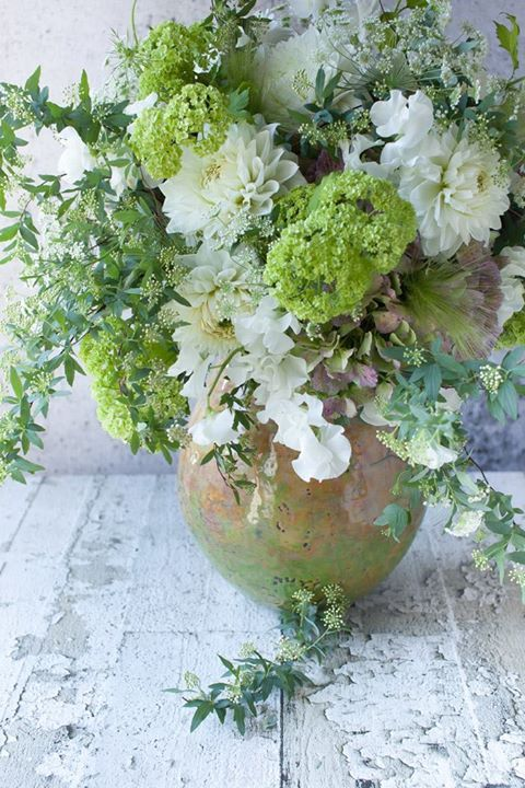 Wedding Bliss Simple Understated Wedding Nuptials| Serafini Amelia| Floral Inspiration| A beautiful flower arrangement