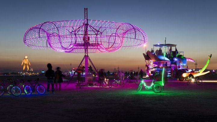 Mark Lottor's 'PearCloud' sculpture at Burning Man 2014.